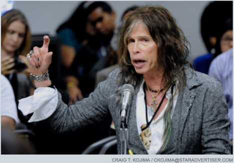 Steven Tyler testifying on SB 465 on 2/8/13. Photo by Craig T. Kojima, Star-Advertiser.
